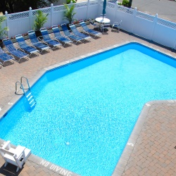 Mariner Inn pool
